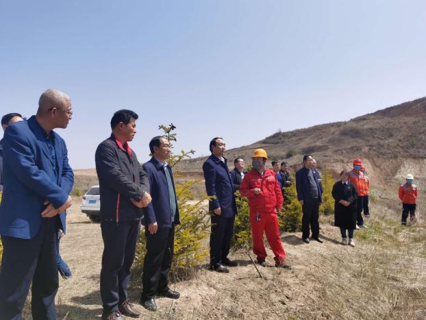 天水市人大常委会副主任安志宏调研天水中材矿山恢复治理工作